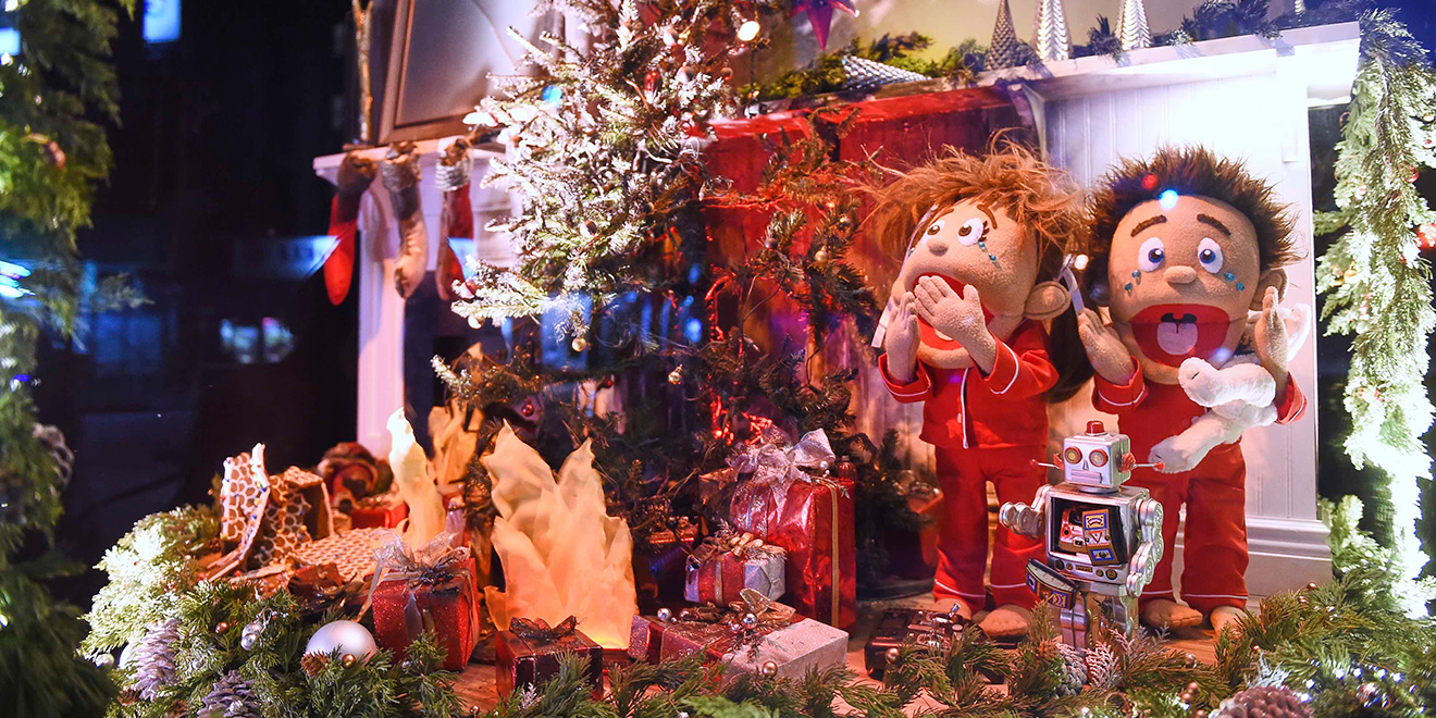 Duracell\'s Fun NYC Holiday Window Flips From Joy to Chaos With the ...