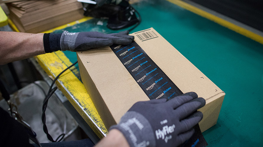 Amazon Is Reportedly Set to Take On FedEx and UPS – Adweek
