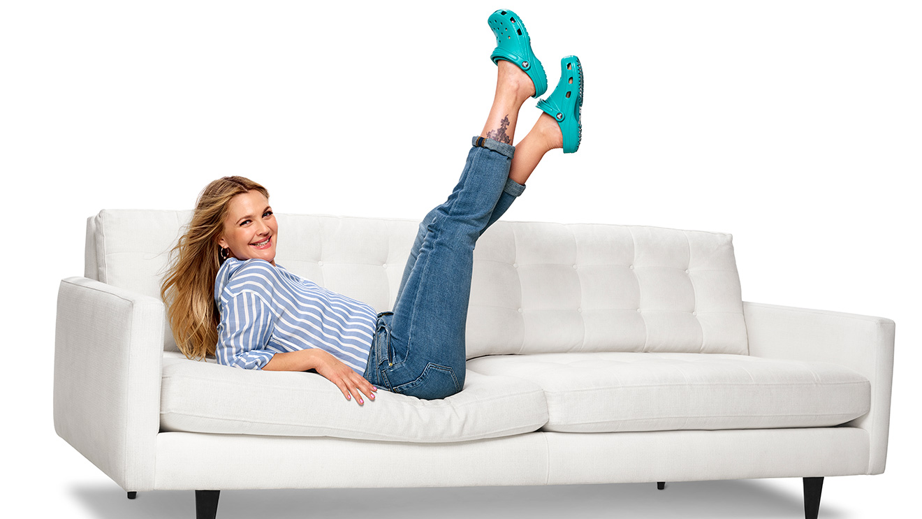Darmowa dostawa tani szczegółowe zdjęcia Drew Barrymore Puts on Her Dancing Shoes in a Bubbly Musical ...