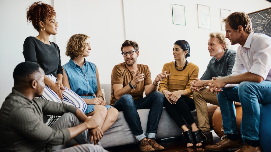 5 Networking Tips for Introverts | HuffPost |Group Talking
