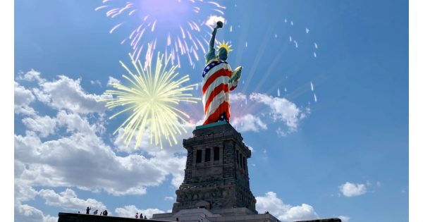A New Snapchat Landmarker Lens Gives the Statue of Liberty July 4 Flair