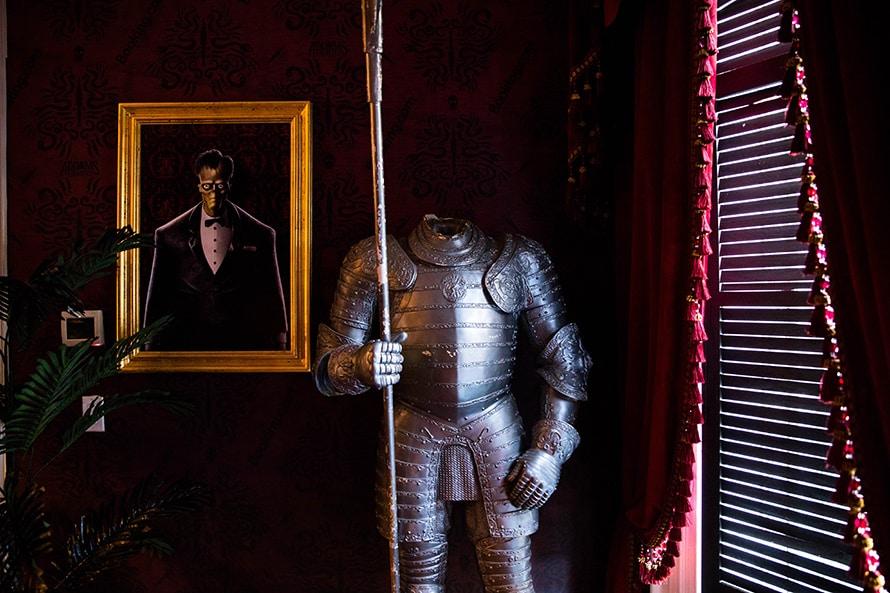 Suit of armor with no helmet