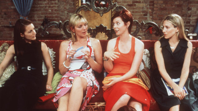 The cast of Sex and the City talking in an episode of the series