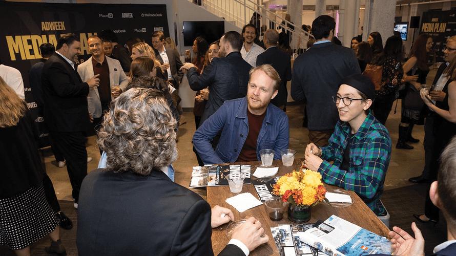 Célébrer la créativité lors du plan média de l'année – Newstrotteur facetime mpoy social content 2019