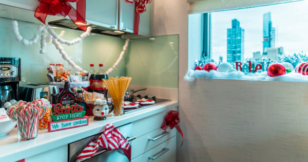 An Elf-Themed Hotel Suite; Can AI Fool You? Wednesday's First Things First
