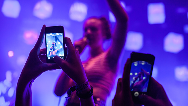 Fans Who Follow Bands on Instagram Spend More Money on Music and Live Shows