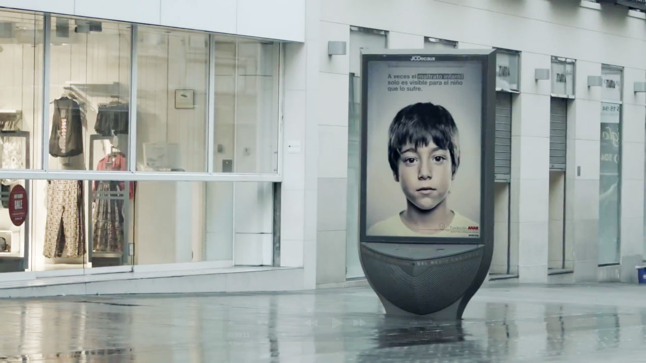 Child-Abuse Ad Uses Lenticular Printing to Send Kids a Secret Message That Adults Can't See