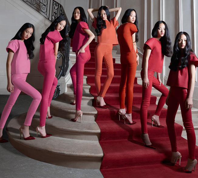Elle Uses Virtual Reality to Share Fashion Up Close