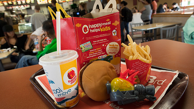 Study Mcdonald S Burger King Rely On Giveaways Not Food To Lure