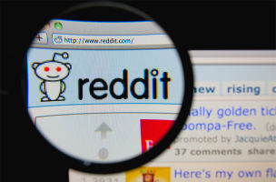 Social Media Newsfeed: Reddit Podcast | Golden Globes on Facebook